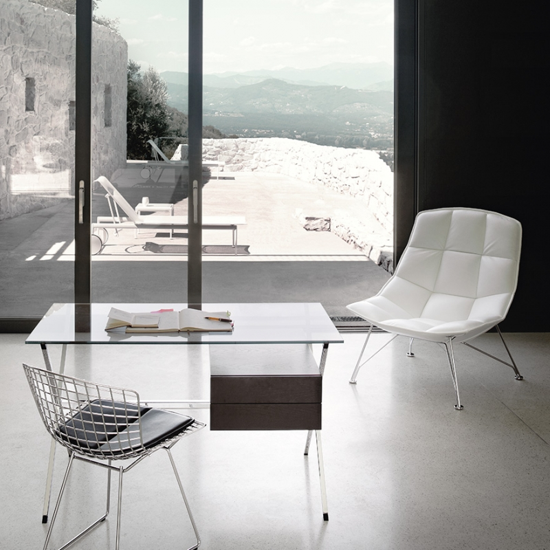 Chair BERTOIA with seat pad - designer HARRY BERTOIA 1952; MINI DESK - designer FRANCO ALBINI 1928; lounge chair THE JEHS + LAUB COLLECTION 2009